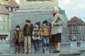 Z wnukami pod kolumną Króla Zygmunta, 1981