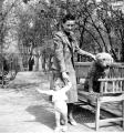 Zofia Jankowska z córką Magdaleną i psem Astorem, wiosna 1940