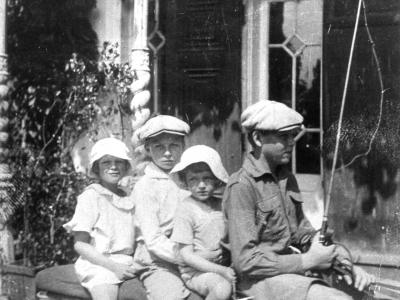 Od lewej: Maria, Stanisław, NN i Andrzej Jankowscy około 1920