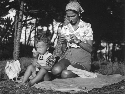 Hanna Jankowska z synem Piotrem, 1951