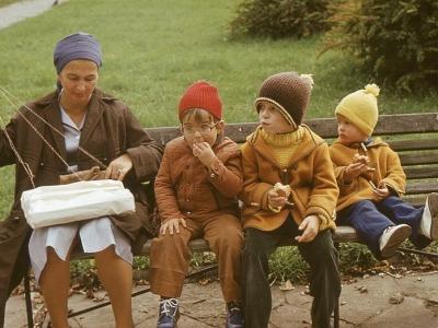 Z wnukami w parku, 1977