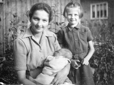Hanna Jankowska z Magdaleną i Michałem, 1947