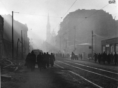 Zniszczona Marszałkowska, widok w kierunku pl. Zbawiciela, 1945
