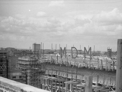 Budowa MDM wiosną 1951