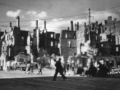 Marszałkowska przy skrzyżowaniu z Koszykową i Śniadeckich, 1950
