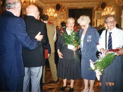 W środku (z różami) Hanna Jankowska