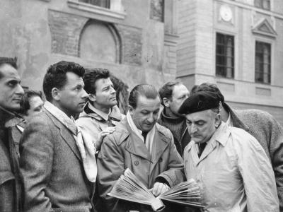 Aktorzy francuscy na Starym Mieście, w środku SJ