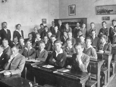 """Klasa IV Szkoły """"Mazowieckiej"""" w czerwcu 1925"""