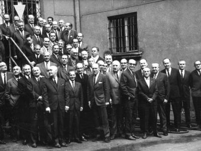 Spotkanie absolwentów, 1968. W drugim szeregu od góry: pierwszy z lewej K. Rudzki, ostatni SJ