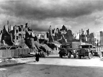 Pierwszy barak na budowie Trasy W-Z, październik 1947. Fot. A. Funkiewicz