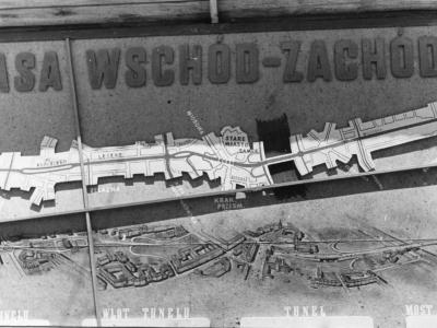 Tablica informacyjna na budowie Trasy W-Z