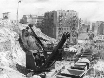 Ciężki sprzęt na budowie Trasy W-Z