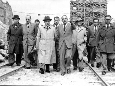 Józef Sigalin oprowadza Bolesława Bieruta po budowie Trasy W-Z, 1948